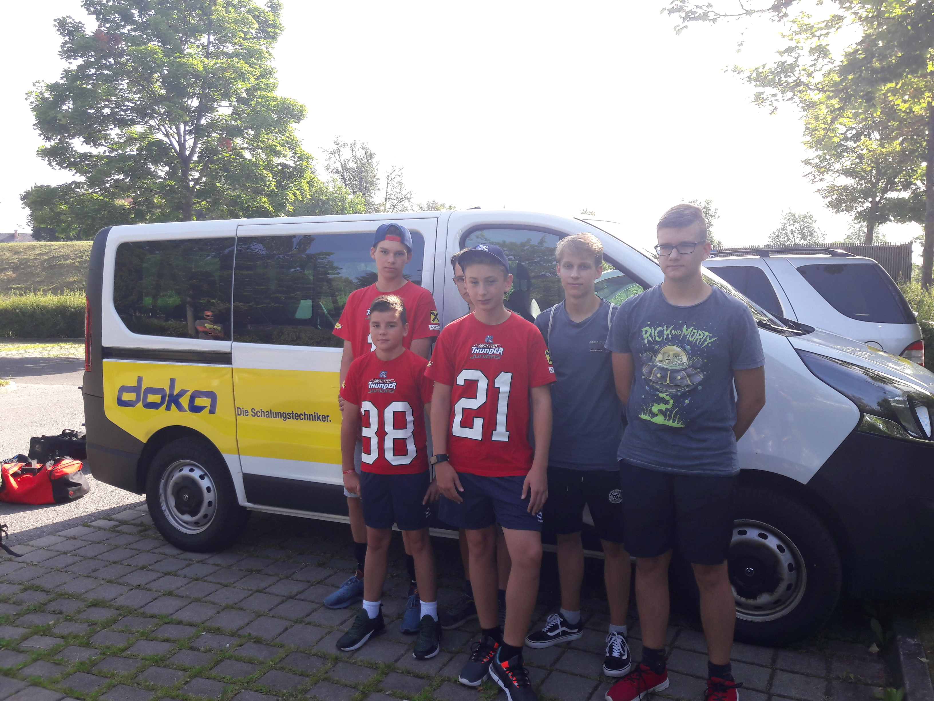 Thunder Juniors U15 mit Doka Bus